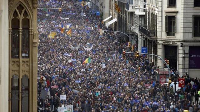 1503039909680.jpg--lo_scorso_febbraio_il_sindaco_di_barcellona_guidava_la_manifestazione_pro_rifugiati